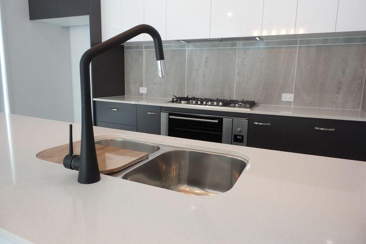 We are loving this choice of black tapware and colour selection in Brett and Loree's New Integrale Home.