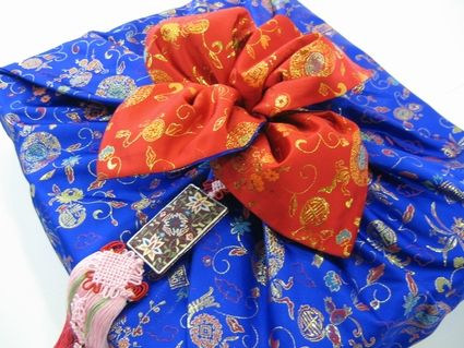 Korean Wedding Traditions Blue And Red Are Important Colors In Weddings As