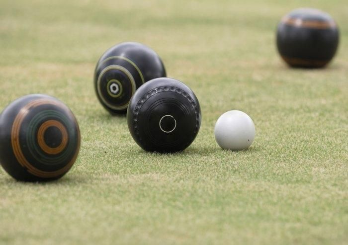 Try bowling  with #mountziontours in championship bowling greens in the Drakensberg.