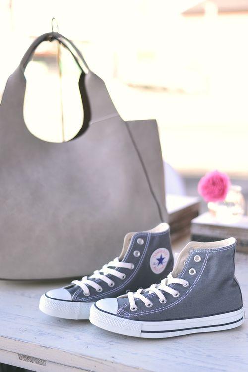 静岡県東部、三島市にあるアパレルセレクトショップFringe(フリンジ)です。 <br>メンズ・レディースの洋服はもちろん、ニューバランスジャパンの店舗限定リミテッドの商品やポインターフットウェアの正規取扱店、コンバーススターショップに認定されています。</br> 靴まで含めたコーディネートもオススメしております。 <br>http://fringe.shop-pro.jp/</br>