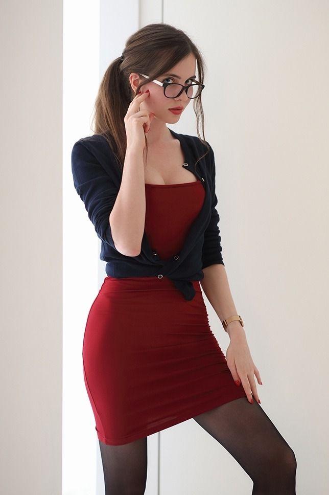 Училка В Красном Платье