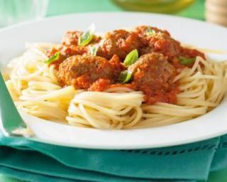 Spaghettis aux boulettes de viande maigre et sauce tomate au vin blanc pour dîner entre copains : http://www.fourchette-et-bikini.fr/recettes/recettes-minceur/spaghettis-aux-boulettes-de-viande-maigre-et-sauce-tomate-au-vin-blanc