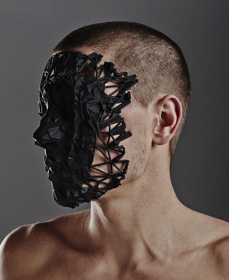 Oracle,un diseño de mascara impreso en 3D por Jake Stolleryactualmente deexhibición en Sydney, Australia