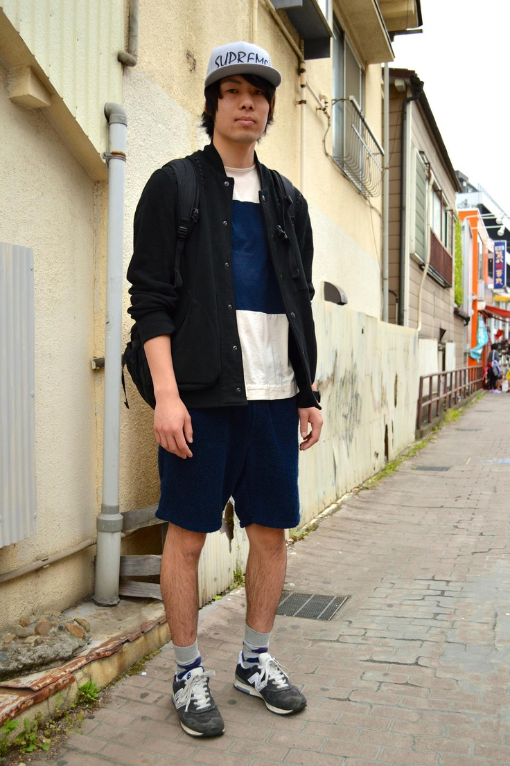 【EDGEE Snaps Vol.5】  Yuya, he was hanging out with the boy whom we featured for the first EDGEE snaps. Both of them are skater boys and often enjoy skating in Tokyo. His style influenced by Japanese skater culture suits him well!  [Name] Yuya  [Age] 20  [Occupation] Student  [Who's your favorite designer?] Raf Simons