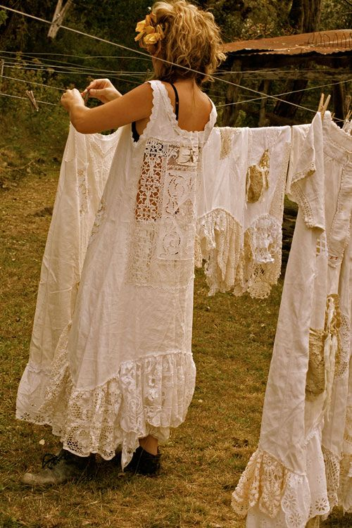 I want this clothesline and everything that's on it.  Oh...and the outfit the little gal is wearing to hang her clothes out to dry.  Yup!  That's how I dress when I'm doing household chores, too. haha ahhhahaha