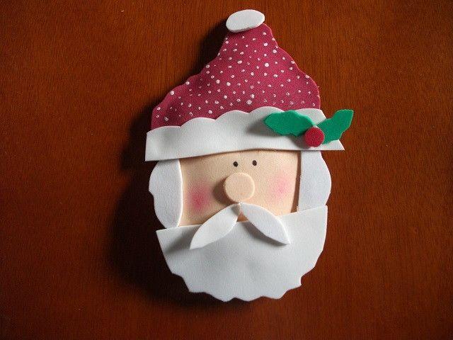 Papai Noel enfeite feito em eva, com leve enchimento, feito com eva e plumante de algodão, acompanha suporte para pendurar, pode ser feito com imã de geladeira se você preferir. Dúvidas entre em contato, é um prazer atende-la(o).