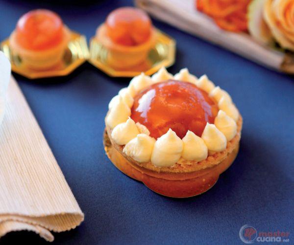 Tartellette di frutta su coulis di lamponi e crema pasticcera
