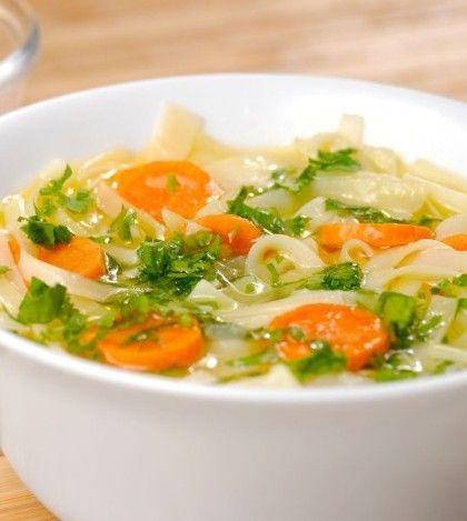 Recetas de Sopas de Verduras 4 (80%) 3 votos Reconfortante en invierno o cuando estamos enfermos… riquísima y saciante cuando tenemos mucho hambre y aún falta para la hora de la cena. ¿Y quién dijo que sólo se puede consumir los días de frío? ¡En verano también podemos disfrutar de una deliciosa sopa de verdura! …