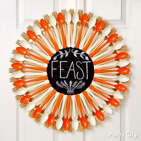 We love this idea of a Thanksgiving wreath out of colored forks and spoons with a festive chalkboard message in the center!