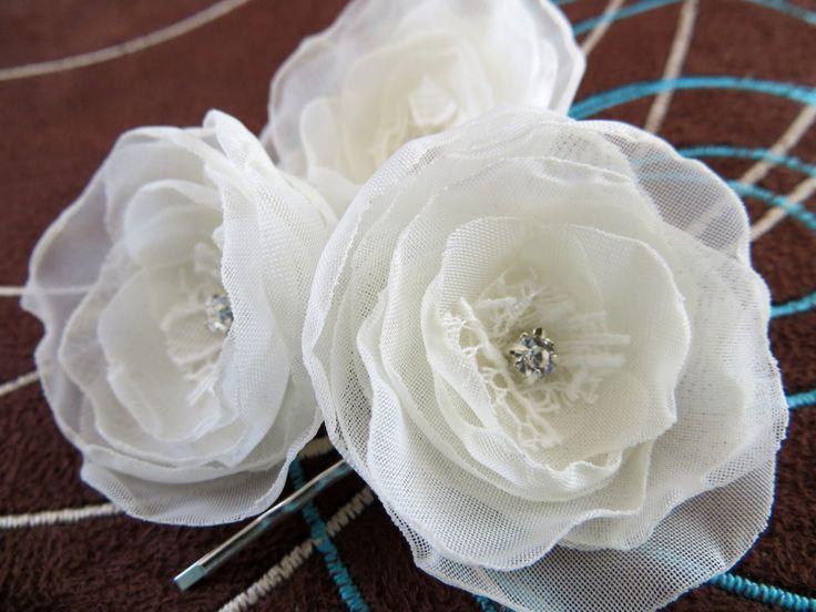 Ivoren bruiloft bridal bloem haar clips (3 stuks), bruids haartoebehoren, bruids clips, bruiloft accessoires, bruids haar stuk, klaar om het schip door LeFleurShop op Etsy https://www.etsy.com/nl/listing/189682360/ivoren-bruiloft-bridal-bloem-haar-clips