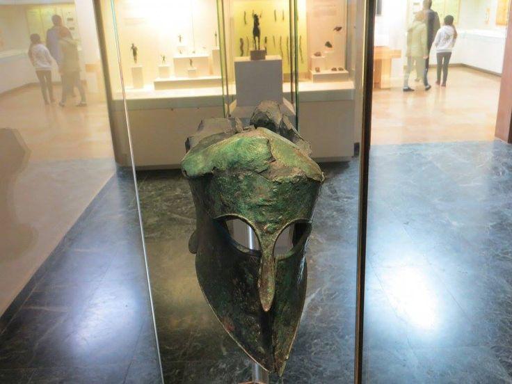 бронзовый коринфский шлем