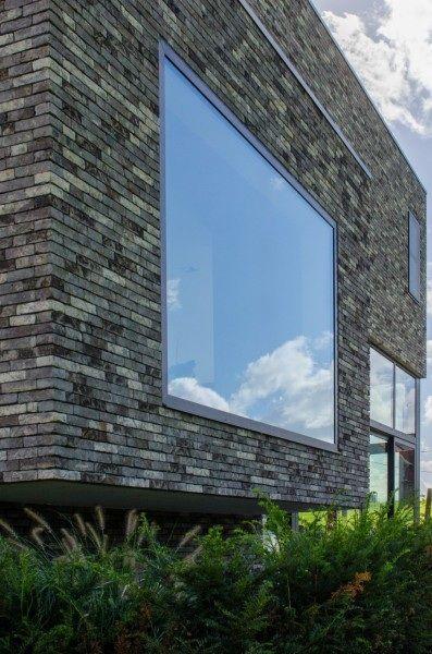 Raam zonder vensterbank = strak (Vaak poetsen??)