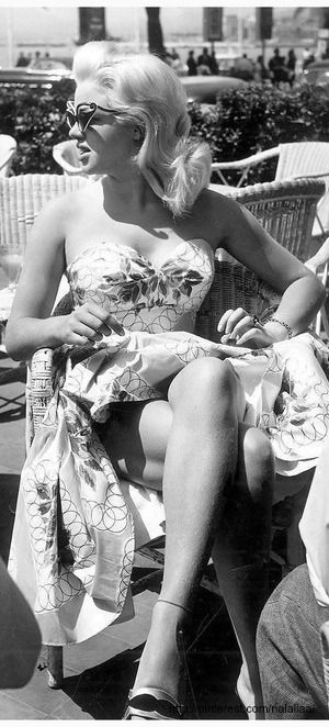 Diana Dors at the 1956 Cannes Film Festival - we love her style, feminine, flattering and uber glam #englishrose #blondebombshell