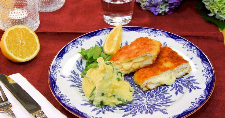 Panerad kyckling med smält ost och rökt skinka. Serveras med fluffigt potatismos smaksatt med vitlök och spenat.