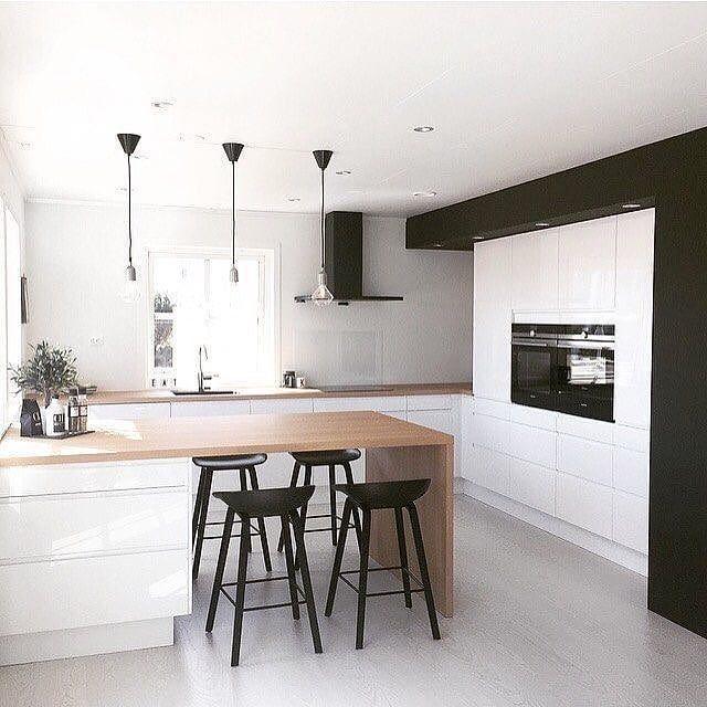Bialo Czarna Z Drewnianym Blatem Obserwuj Idealna Kuchnia Dla Co Scandinavian Kitchen Design Interior Design Kitchen Modern Kitchen Design