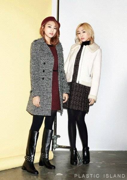 Hyorin and Bora are stylish in winter wear for 'PLASTIC ISLAND' | http://www.allkpop.com/article/2014/10/hyorin-and-bora-are-stylish-in-winter-wear-for-plastic-island