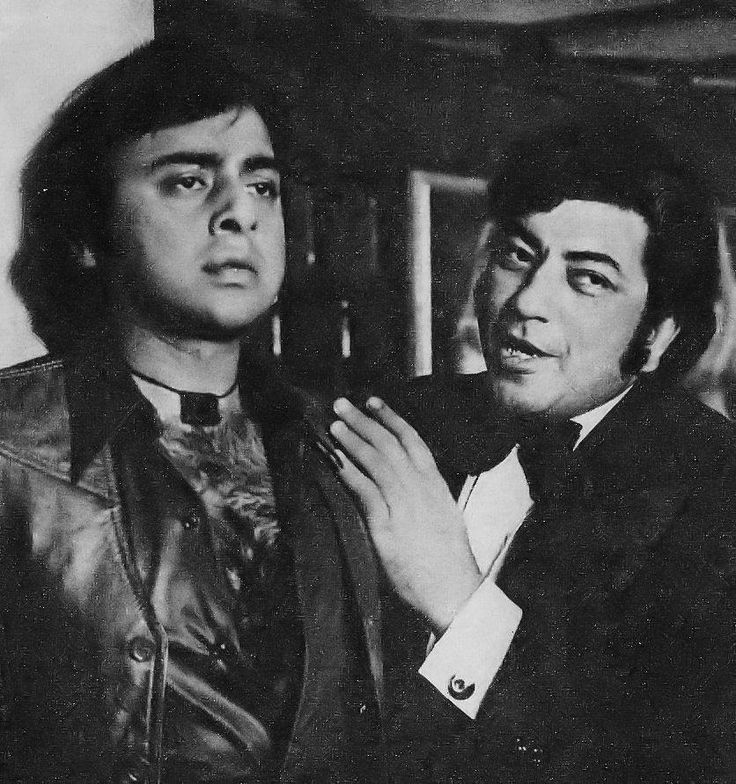 """Vinod Mehra and Amjad Khan in a scene from """"Jaandaar"""" (1979)"""