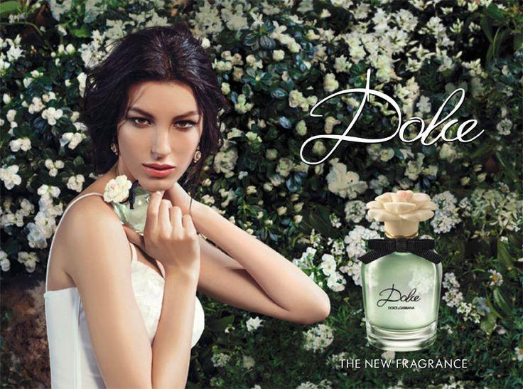 Dolce&Gabbana Dolce EDP Feminino  Floral - 5ml Feminino e fresco , Dolce & Gabbana Dolce encarna o delicado equilíbrio entre artesanato atemporal e inovação na arte da composição perfumada. Fragrância lançada em 2014.  Dolce é um perfume de assinatura com um toque pessoal. Ele simboliza a simplicidade de um resultado obtido graças a um processo complexo: o mesmo necessário para criar um vestido finamente bordado.