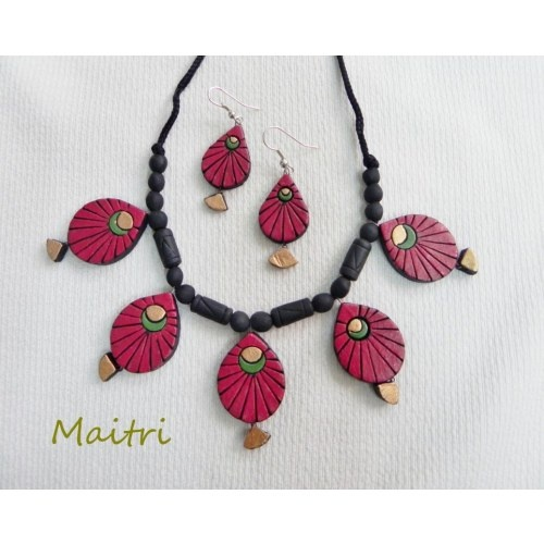 Terracotta Jewellery_Red Fish    maitri_crafts@yahoo.com