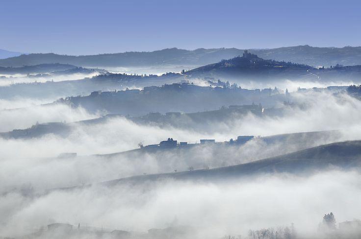 A #foggy morning, in the heart of #Piedmont. Monferrato: discover it. Un mattino #nebbioso, nel cuore del #Piemonte. Il Monferrato: un luogo da scoprire.