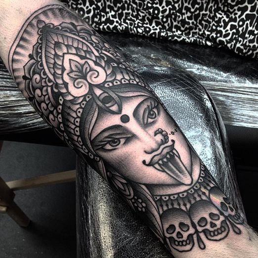 Jack Peppiette tattooed this blackwork Kali. Stunning work. CdE