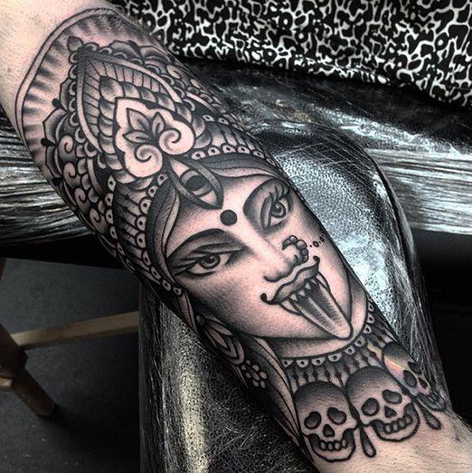 Jack Peppiette tattooed this blackwork Kali. Stunning work. CdE