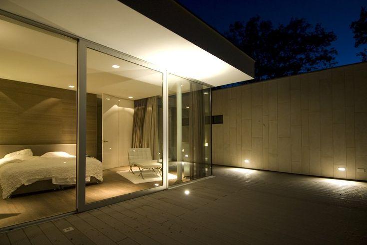 Entre la naturaleza casa moderna con mobiliario simple for Casa moderna jesolo