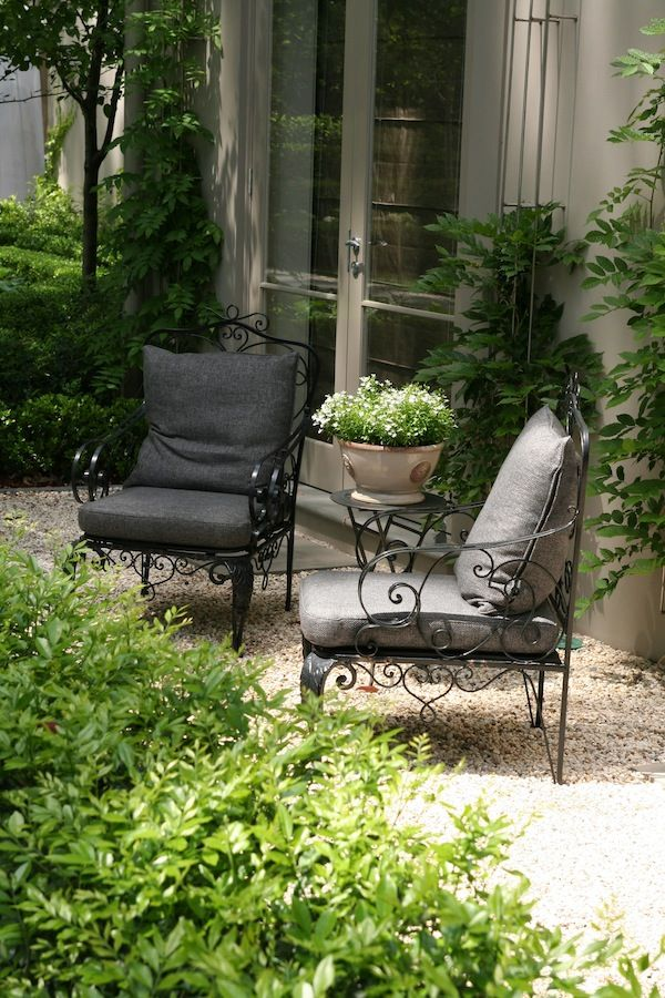 Lisa's green garden | GardenDrum