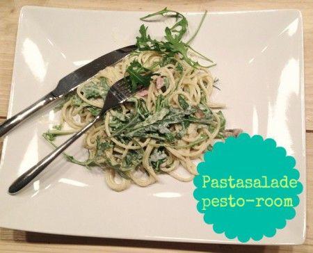 Recept : Pasta salade met pesto roomsaus : een heerlijk diner recept voor een spaghetti als salade met pesto , crème fraiche, rucola en champignons en spekjes!