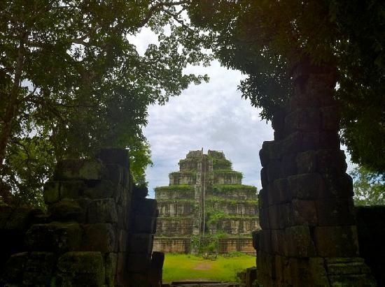 Koh Ker Temple, Cambodia! Want to see more, stay at Chanlee Dorm!!