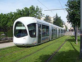 Lyon / Citadis 302 Altsom.  Tramway réseau TCL T2 Perrache <> St Priest Bel Air. Via Jean Macé, Jet d'eau Mendès France et Grange Blanche.