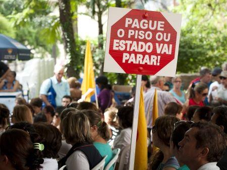 Greve dos professores deve reunir 20 mil, hoje, em frente ao palácio dos Bandeirantes    em http://ocdoabc.com.br/2012/03/16/greve-dos-professores-deve-reunir-20-mil-hoje-em-frente-ao-palacio-dos-bandeirantes/