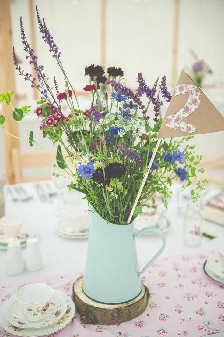 Floral Pretty Country Garden Wedding http://lisahowardphotography.co.uk/