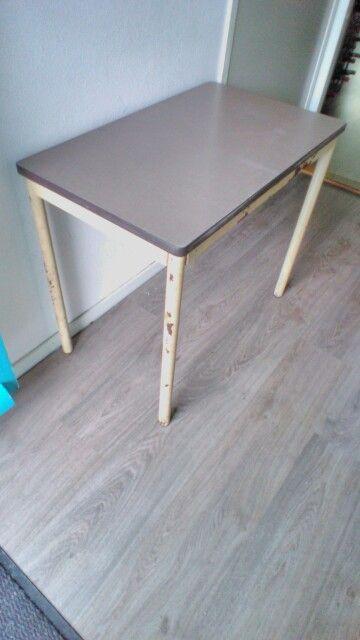 Industriële (school) tafel. 75,5x45,5cm en 64cm hoog.