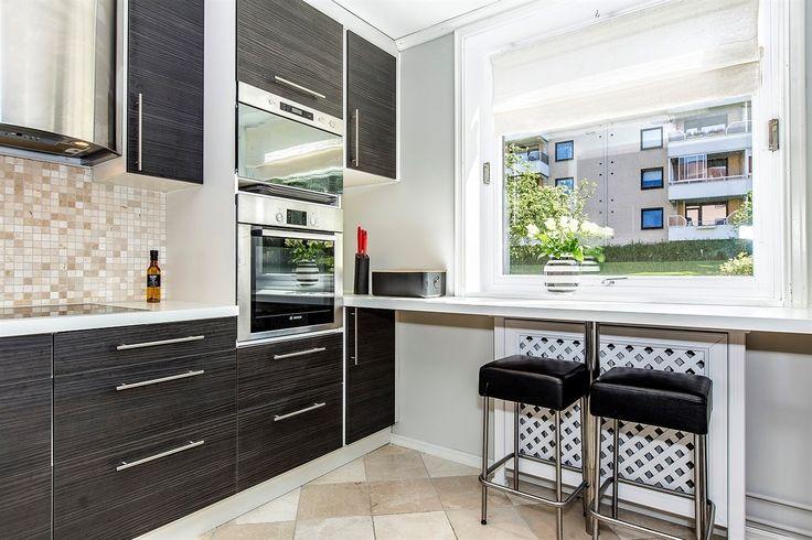 FINN – Lambertseter: Strøken 3-roms - Solrik innglasset balkong - Fyring inkl. - Sentralt ved Lambertseter Senter - Høy 1. etg
