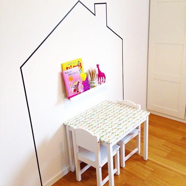 Lite washitejp på väggen livade upp det vita lite  Men nu blir det fredagsstädning i resten av huset  Trevlig fredag! #barnrum #barnrumsinspo #washitejp #diy #tavellist #kidsroom #mittbarnerom #barnerom #familylivingfint