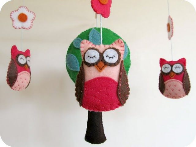 DIY owl mobileBaby Mobiles, Baby Owls, Owls Mobiles, Owls Baby, Felt Owls, Nurseries Crafts, Trees Templates, Baby Gift, Baby Shower