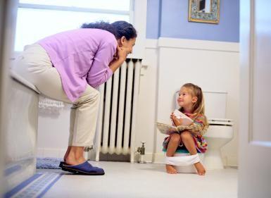"""Muchos padres esperan con ansias el momento en que tienen que quitarles los pañales a sus hijos, pero este proceso puede convertirse en una """"lucha"""" o en algo muy largo y difícil. Aquí te entregamos una buena técnica. A muchos padres les parece un sueño cuando se les menciona que es posible sacarles los pañales"""