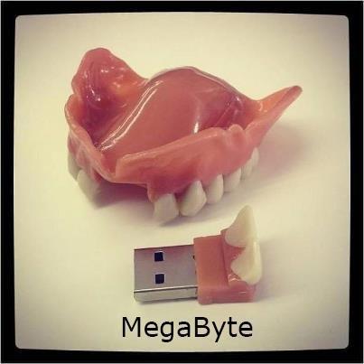 Interessante;um pendrive com dois dentes.Já penssou.Perfeito para um raio x no PC.