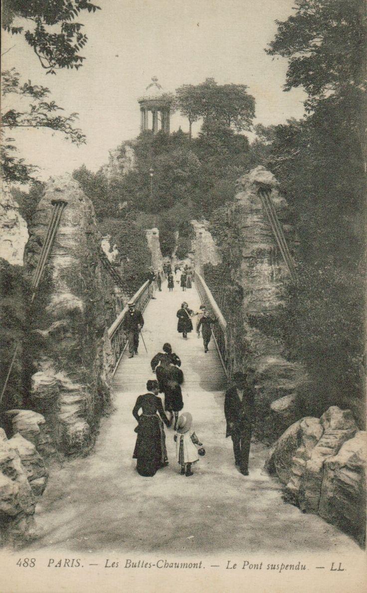 """Paris -  parc des """"buttes Chaumont""""  ( le pont suspendu)  au  début du 20e siècle"""