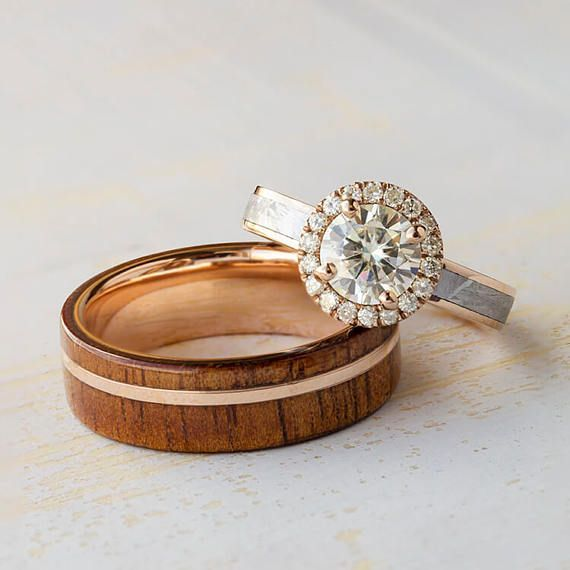 Rose Gold Wedding Ring Set Stop By Capri Jewelers Arizona To View The Entire Val Wedding Rings Sets Gold Rose Gold Wedding Ring Sets Wedding Rings Rose Gold