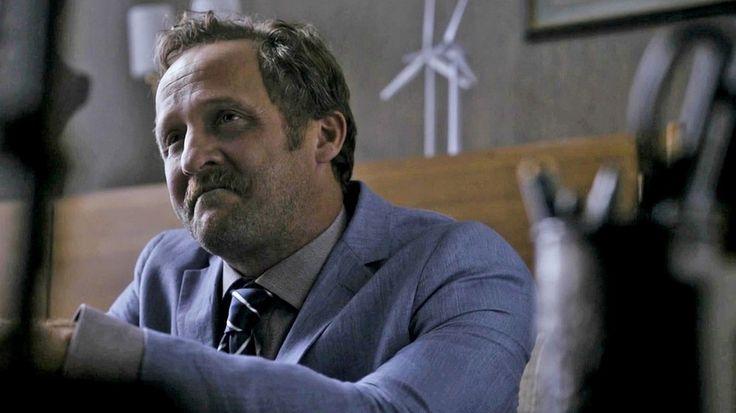 """Können deutsche Serien so geil sein wie amerikanische? Versuche gibt es: """"Weinberg"""" als """"Twin Peaks"""" zum Beispiel. """"Hindafing"""" ist die erste Serie, die das Versprechen einlöst - als geiles, bayerisches """"Breaking Bad""""."""