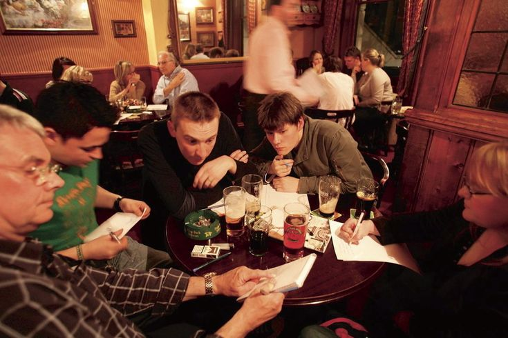 Find London's best pub quizzes with our top ten guide. Including music quizzes, film quizzes, general knowledge and even craft rounds.