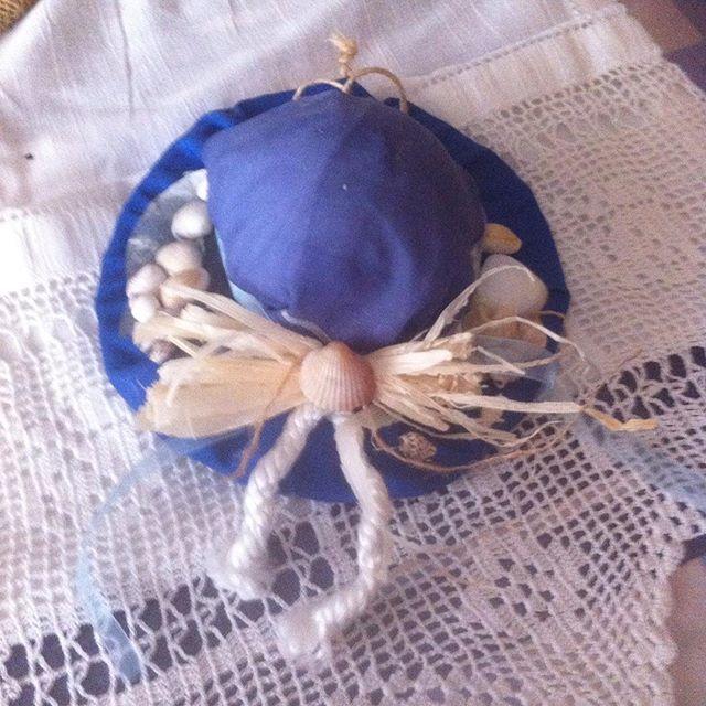 Φλιτζανάκι για ρεσω σε πετρολ χρώμα ντυμένο με κοχύλια λευκό και μπλε δίχτυ και λινάτσα