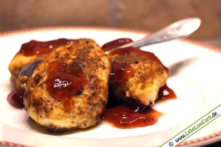 Low Carb Topfenknödel in Walnussbutter geschwenkt mit Marmelade. Viel Spaß beim Ausprobieren. Zuckerfreie Marmelade findet Ihr in unserem Online-Shop unter http://www.foodonauten.de/produktkategorie/low-carb-fruchtaufstriche/