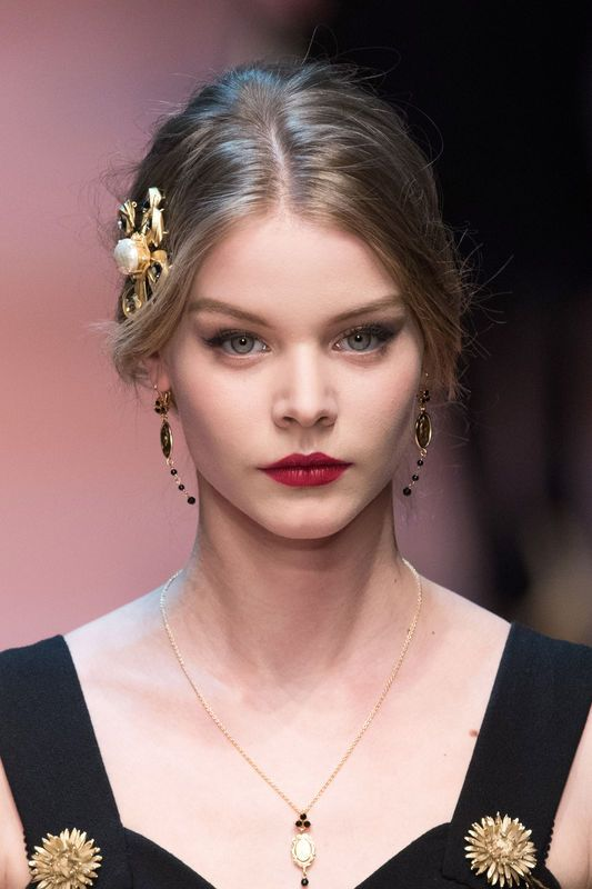 Fryzury na święta 2015, Dolce & Gabbana, fot. Imaxtree