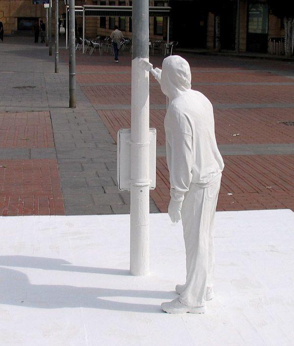 street art by Mark Jenkins in Tudela, Navarre http://restreet.altervista.org/mark-jenkins-critica-la-nostra-abitudine-allindifferenza/