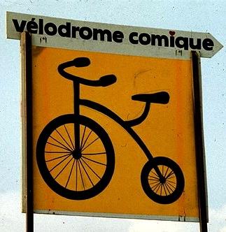 La bicicletta è la compagna di gioco per molti bambini, togliere le rotelle è una pietra miliare nella crescita, si allargano gli orizzonti e le amicizie. E da adulti, la bicicletta aiuta a ricordare il bambino che siamo stati. Never stop riding (your bike).