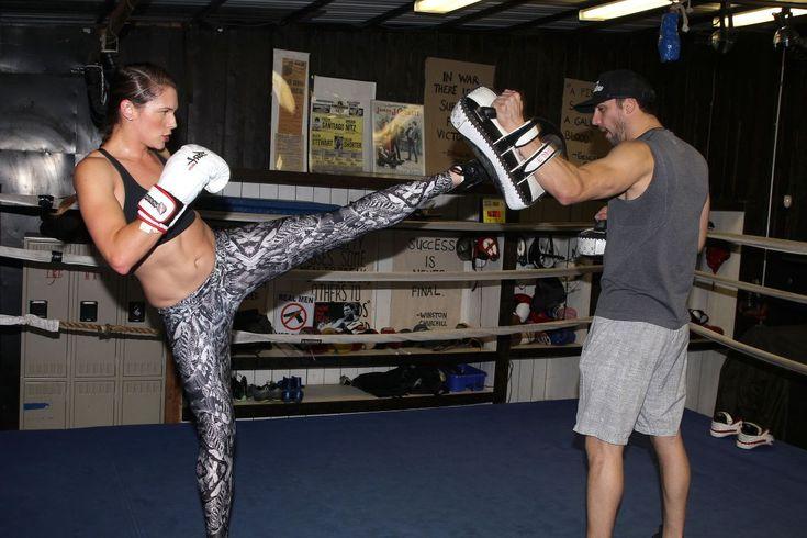 amanda-righetti-boxing-at-a-gym-in-santa-monica-11-13-2015_7.jpg (1200×800)