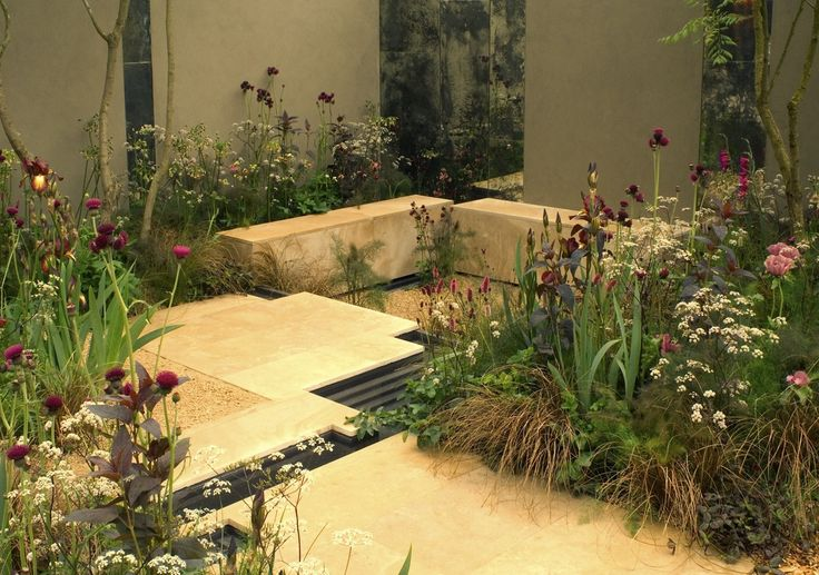 This tiny city garden, sponsored by QVC, measured just 4.5m x 5m but was described by garden critic Tim Richardson as 'the most interesting design moment in Chelsea 2007′. A simple taupe wall offset a luxurious palette of purples, browns and gold planting. Stepped water rills punctuated the space, whilst two multi-stemmed Koelreuteria paniculata created a light overhead canopy.
